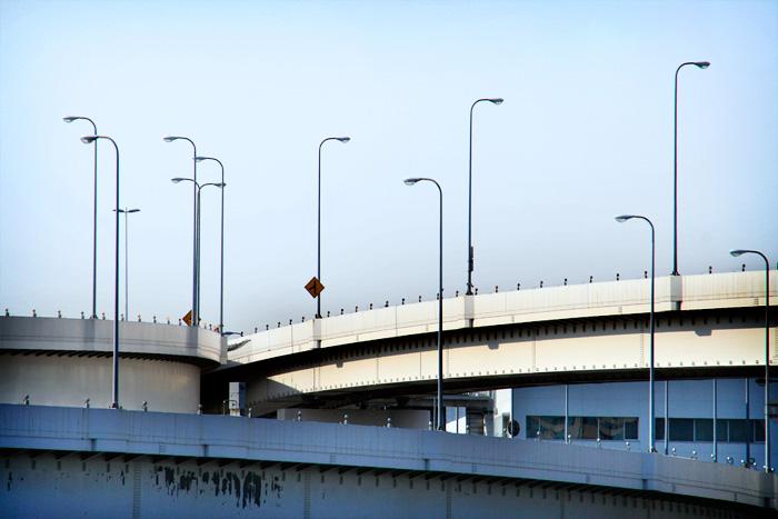 Autopistes aeries que travessen la ciutat de Tokyo. I molts fanals